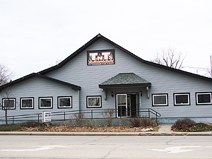 4319 N. Prospect Rd.<br> Peoria Heights, IL 61616<br> <br> (309) 688-6000<br><br> TNTs Peoria Heights (formerly Penguin Tap) serves this area's famously good Penguin Tap pizza!<br> Troy Duede, owner<br><br>